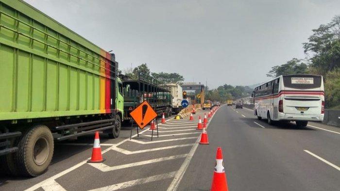 Olah TKP Kecelakaan di Tol Cipularang, Kendaraan Besar Dialihkan ke Exit Tol Cikamuning