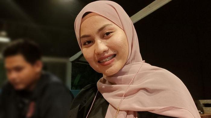 Finalis Rising Star Dangdut Indonesia perwakilan Kabupaten Indramayu, Siti Aliyah (24), Kamis (15/4/2021) malam.