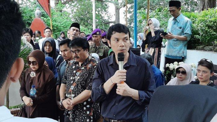 Seusai Prosesi Pemakaman, Pihak Keluarga Mendiang Himendra Wargahadibrata Sampaikan Hal Ini