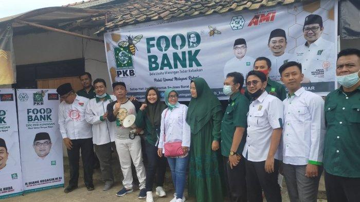 Ratusan Warga Kecamatan Kadugede Makan Gratis di Acara Food Bank PKB Kuningan
