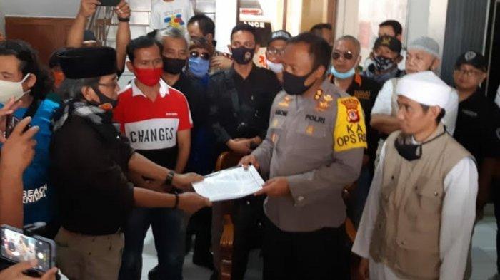 Unggah Status Calon Teroris dan Foto Santri Daarul Ilmi, Denny Siregar Dilaporkan ke Polresta Tasik