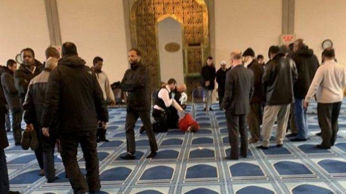 Sedang Kumandangkan Azan Asar, Muazin di Masjid Raya London Ini Ditusuk Lehernya, Terluka Parah