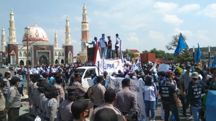 Hari Buruh 2021, Ratusan Pekerja FSPMI Majalengka Demo di Depan Kantor Bupati