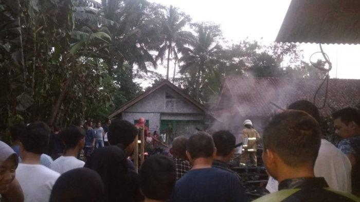 Gara-gara Puntung Rokok Sang Anak Rumah Mak Elah di Ciamis Ludes Tak Bersisa, Ini Kronologinya