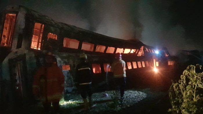 Bangkai Gerbong Kereta Terbakar, Tak Ada Gangguan Jadwal Perjalanan Kereta di Stasiun Purwakarta