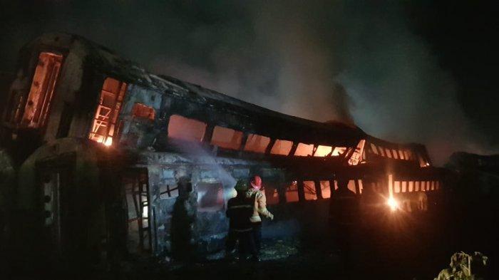 Asal Api Penyebab Kebakaran Bangkai Gerbong KA Belum Diketahui,  KAI Daop 2 Lakukan Hal Ini