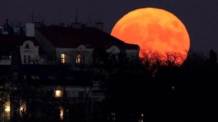 Tata Cara Salat Gerhana Bulan atau Salat Kusuf, Super Blood Moon Terjadi Pada 26 Mei 2021
