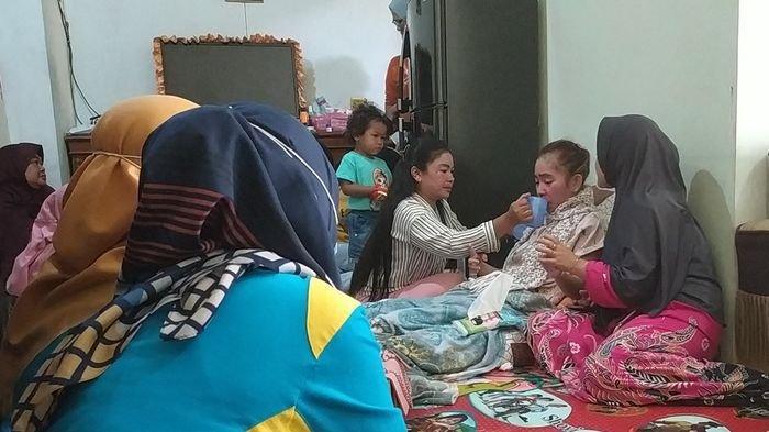 Presiden Jokowi Akan Beri Bantuan Guru Susan yang Lumpuh Setelah Divaksin