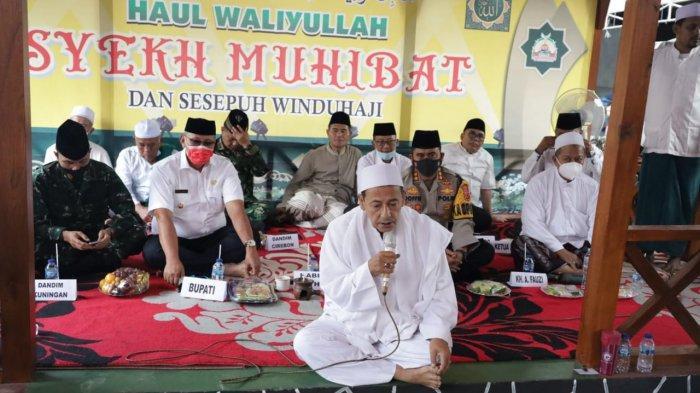 Dewan Pertimbangan Presiden RI, Habib Luthfi bin Yahya Hadir di Kuningan, Pimpin Haul Syekh Muhibat