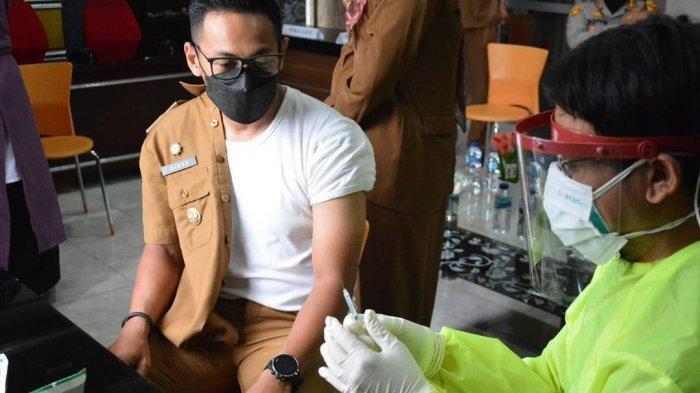 Ikut Vaksinasi Sinovac Tahap Dua, Wabup Kuningan Ngaku Lebih Nyaman, Tak Rasakan Gejala Apapun
