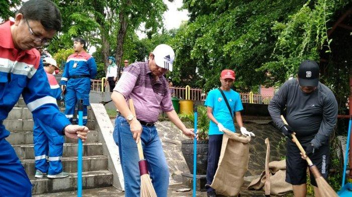 Ribuan Warga  Bersihkan Sungai Cimanuk, Kerja Bareng Pemkab Indramayu dan PT Pertamina RU VI
