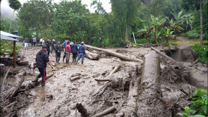 DAHSYAT! Banjir Bandang Terjang Puncak, Warga Ada Yang Kumandangkan Azan, Sebagian Lari Ketakutan