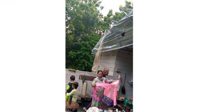 Atap Rumah Warga di Indramayu Tiba-tiba Rusak, Ternyata Disapu Angin Kencang Menjelang Buka Puasa