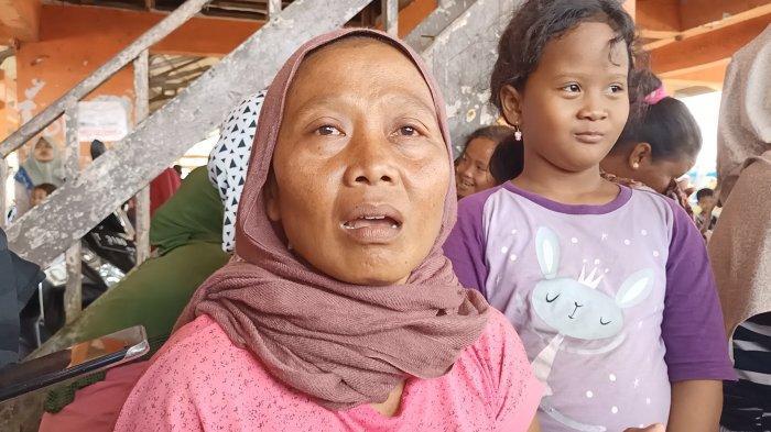 Ibu ABK Korban Kapal Tenggelam Menangis Sepanjang Malam, Sang Anak : Saya Titip Ibu ke Bapak