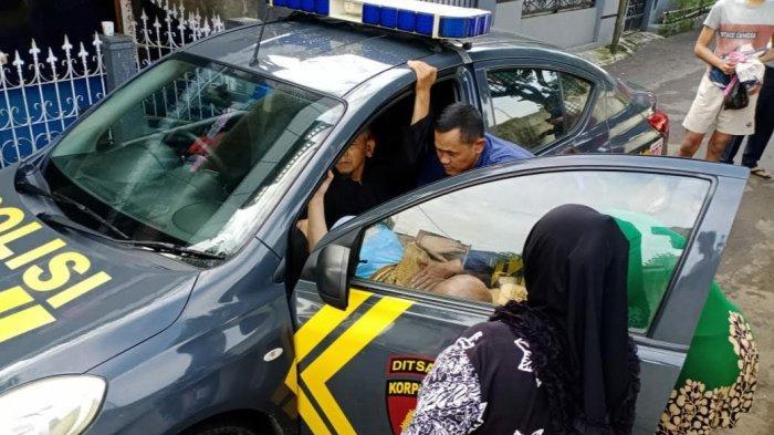Ika Kebelet Melahirkan di Tepi Jalan, Anggota Polisi Ciawi Ini Pun Terpaksa Jadi 'Bidan' Dadakan