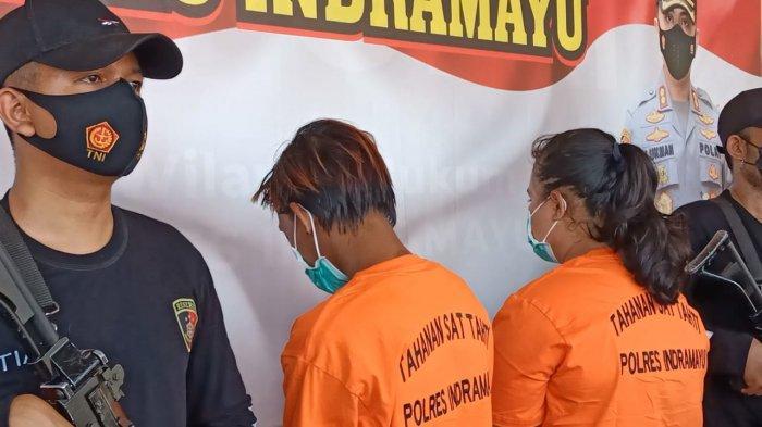 Ibu tiri beserta algojo saat digelandang polisi di Mapolres Indramayu, Kamis (23/9/2021).