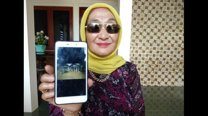 Cerita Ibunda Iis Dahlia Saat Rumahnya Kebanjiran di Indramayu, Ngaku Stres, Bingung Angkutin Barang