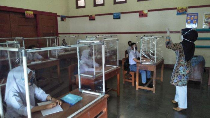 Epidemiolog: Jangan Paksakan Sekolah Tatap Muka Mulai Juli, Guru Divaksin Bukan Jaminan Bebas Corona