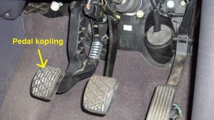 Cara Gampang Mengatasi Pedal Kopling Mobil yang Keras Saat Diinjak, Ada 3 Solusinya