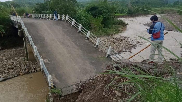 Bupati Cirebon Pastikan Jembatan yang Ambruk Karangwuni - Kalimati Dibangun Tahun Ini