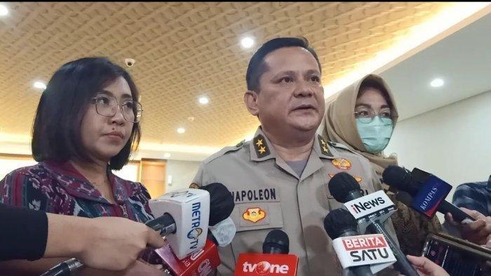 Jenderal Polisi Kini Kenakan Baju Tahanan, Ini Potret Baru Irjen Pol Napoleon dan Brigjen Prasetijo