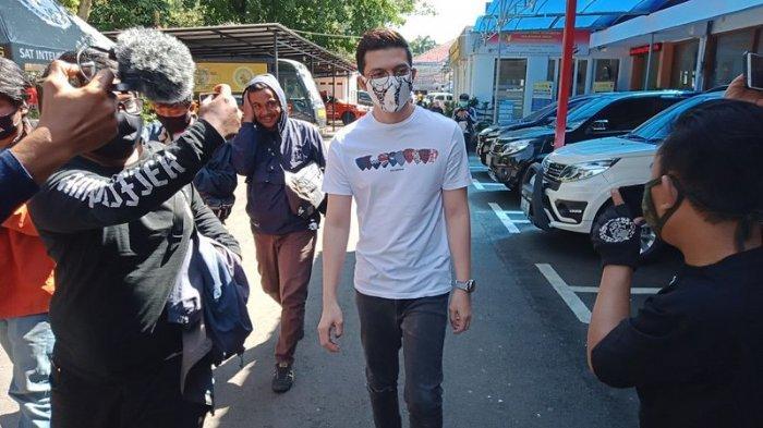 Irwansyah Datangi Mapolrestabes Bandung, Bilang Mau Bikin SIM, Ternyata Ini Urusan yang Membelitnya