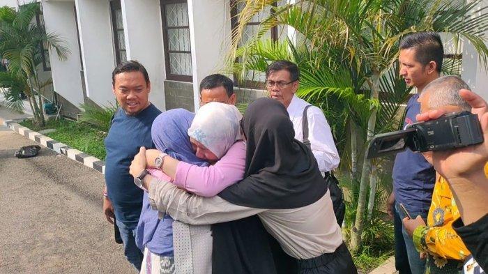 Suaminya Divonis 1 Bulan 15 Hari Penjara, Istri Irfan Nur Alam Menangis