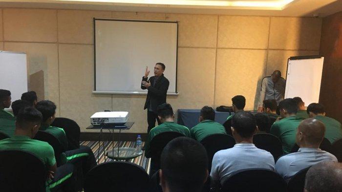 Iwan Bule Datangi Timnas SEA Games di Manila, Indra Sjafri: Jadi Tambahan Motivasi