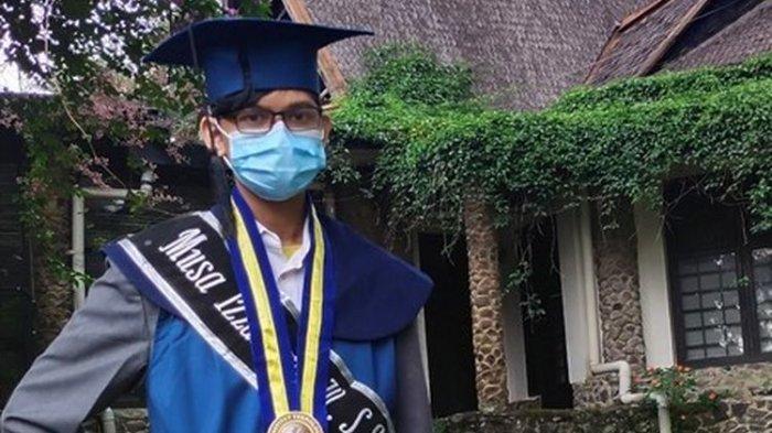 Lulus Kuliah di Usia 18 Tahun, Izzan Jadi Wisudawan Termuda di ITB, Begini Perjuangannya