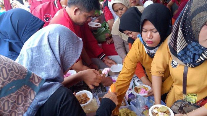 Jajanan Tradisional Jadi Buruan Dalam Peringatan Hari Ibu di Indramayu, Ludes Dalam Waktu 15 menit