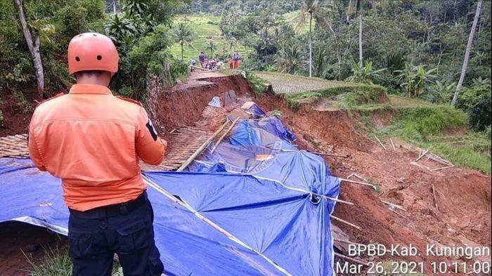 DUA Desa di Kuningan Terisolir, Sebelumnya Jembatan Putus Kini Jalan Ambles, Ini Penjelasan BPBD