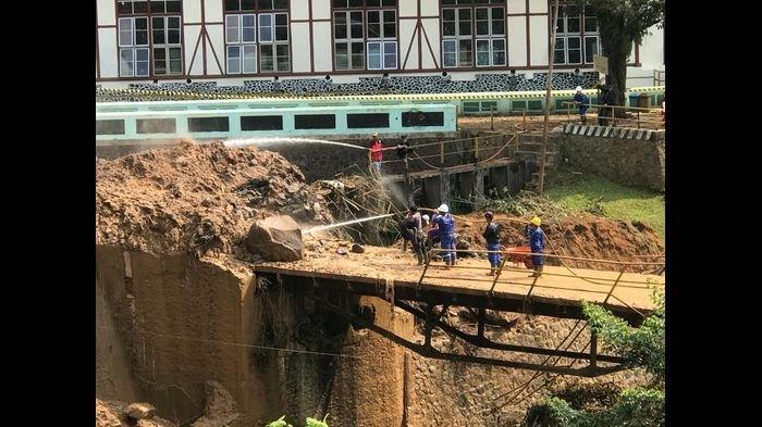 Jalan dan Jembatan Turut Tertimbun Material Longsor di Kawasan PLTA Pangalengan Bandung