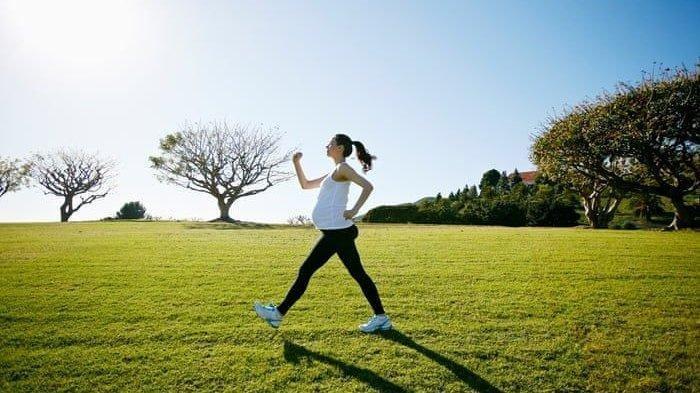 Jalan Kaki adalah Olahraga Paling Cocok di Saat Puasa, Baik untuk Kesehatan Jantung dan Suasana Hati