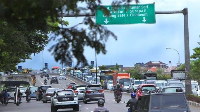 Wanita di Bandung Ini Mau Akhiri Hidupnya dengan Cara Loncat dari Flyover, Alhamdulillah Enggak Jadi