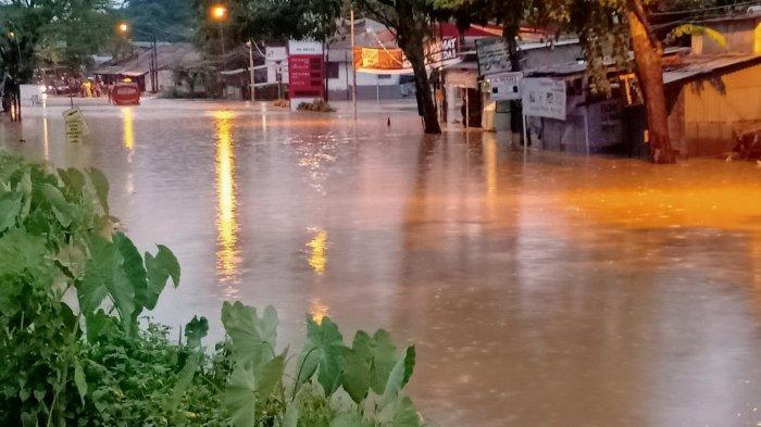 Jalan Raya Cicalengka Terendam Banjir Hingga 1 Meter, Lalu Lintas Menuju Cileunyi Lumpuh