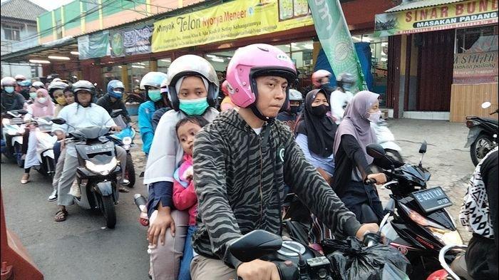 Jalur Alternatif Cirebon - Kuningan Macet, Petugas Lakukan Buka Tutup Arus Kendaraan