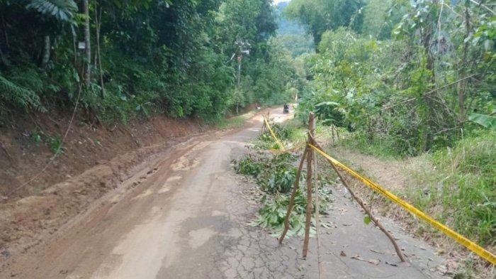 Jalan Penghubung Ciwaru-Cilebak Terancam Longsor, 45 Rumah di Cilayung Kuningan Berpotensi Terdampak