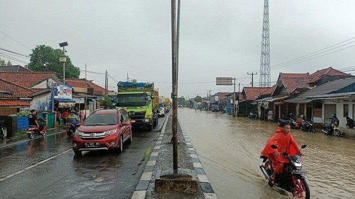 Jalur Pantura Indramayu Tergenang Banjir, Polisi Berlakukan Contra Flow Cirebon Menuju Jakarta