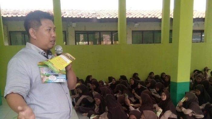 Guru Honorer di Indramayu Punya Penghasilan Rp 4-6 Juta Per Bulan? Kok Bisa? Ternyata Ini Rahasianya