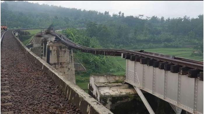 Jembatan Rusak Perjalanan Kereta Api Sempat Terganggu Memutar ke Kroya, Kini Dipastikan Sudah Normal
