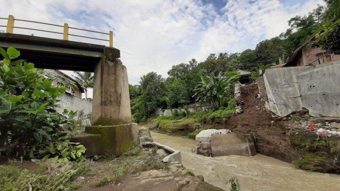 Detik-detik Jembatan Sumurwuni Argasunya Kota Cirebon Ambruk, Warga Merasa Seperti Terjadi Gempa