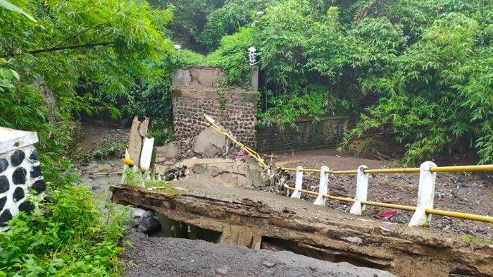 Debit Air Lampaui Batas Jadi Penyebab Jembatan Ciherang Majalengka Ambruk