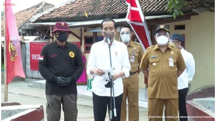 Waduk Kuningan Dijaga Ketat Petugas Keamanan, Warga Senang Masih Bisa Ambil Foto Jokowi