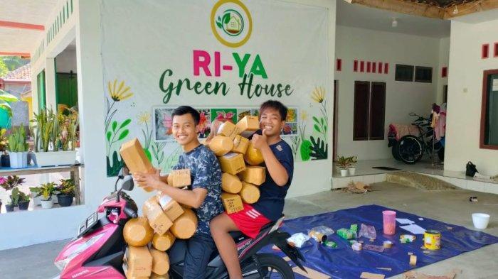 Yaya Saeful Uyun (25) warga di Dusun Masawah, Desa Masawah, Kecamatan Cimerak, Kabupaten Pangandaran, Jawa barat, sukses jualan tanaman hias Aglonema secara online.