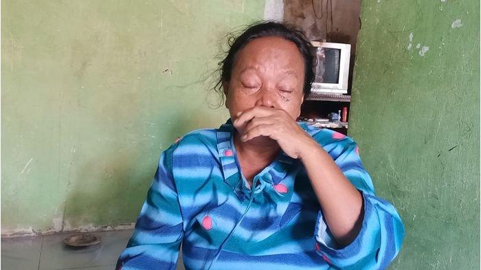 Jumaenih (50) saat di kediamannya di Desa Sukareja, Kecamatan Balongan, Kabupaten Indramayu, Jumat (1/1/2021).