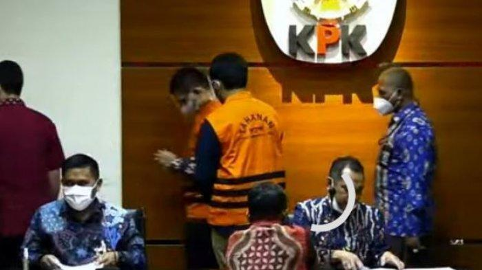 Aa Umbara dan Anaknya Resmi Ditahan KPK Korupsi Bansos Covid-19, Emil: Ada Hengky Kurniawan di KBB