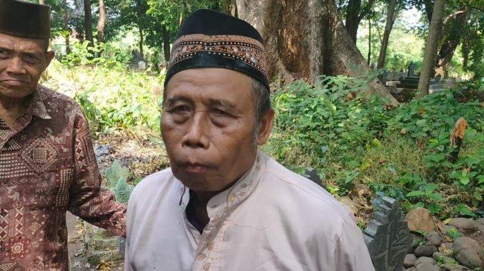 Batang Pohon Pisang Tumbuh di Batang Pohon Randu, Juru kunci Makam Syech Maulana Sempat  Mimpi Ini