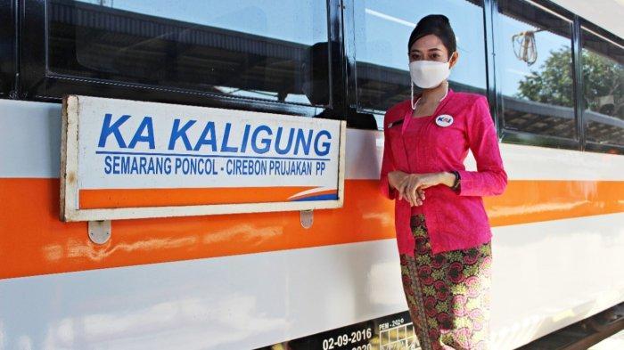 KA Kaligung yang beroperasi lagi mulai hari ini di Stasiun Cirebon Prujakan, Jalan Nyi Mas Gandasari, Kota Cirebon, Senin (4/9/2021)