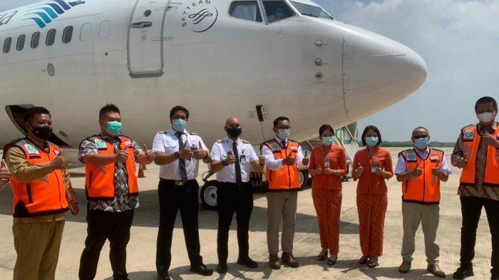 Maskapai Garuda Indonesia membuka layanan penerbangan khusus Kargo dengan rute Kertajati-Batam di Bandara Internasional Jawa Barat (BIJB) Kertajati.