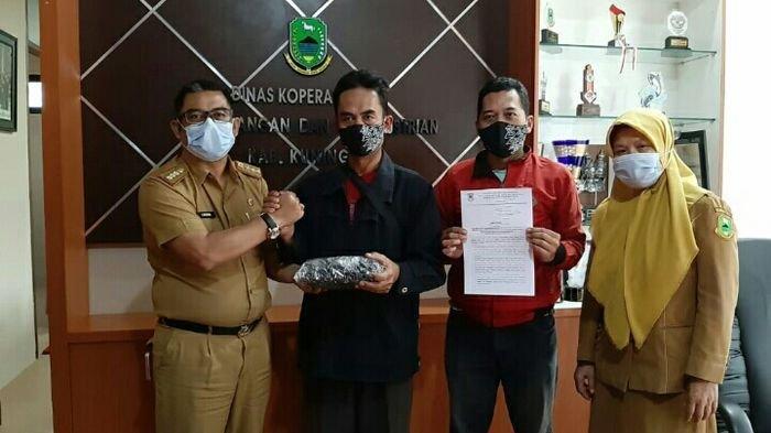 Pedagang Kaki Lima di Kawasan Taman Kota Kuningan Ikuti Jam Pembatasan Berjualan